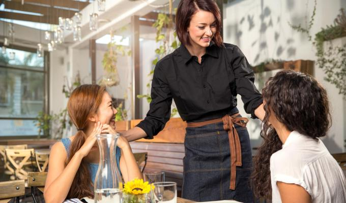 How To Motivate Your Restaurant Employees To Sell