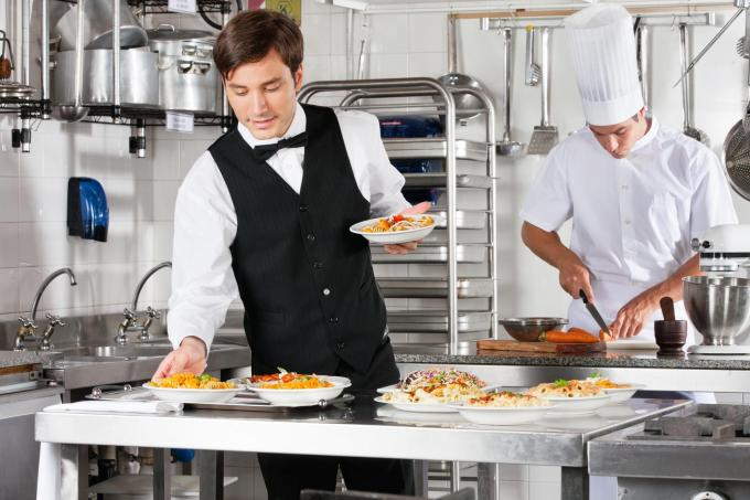 4 Restaurant Staff Management Tips to Make Your LifeEasier