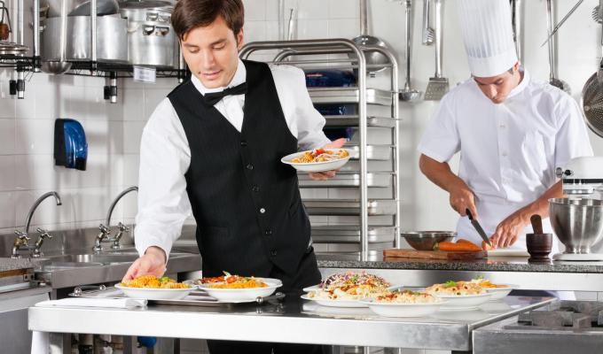 4 Restaurant Staff Management Tips to Make Your Life Easier